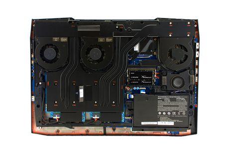 Eurocom Sky X9E2: laptop choi game, GTX 1080 SLI, i7-6700K, 64 GB RAM, 6 TB SSD, gia tu 2.499 USD - Anh 4