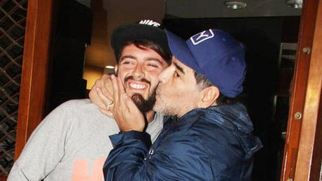 Nho bo tre, Maradona nhan lai con roi 29 tuoi - Anh 1