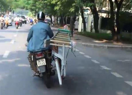 'Sieu' xe may chay nghieng de cho hang o Ha Noi - Anh 1