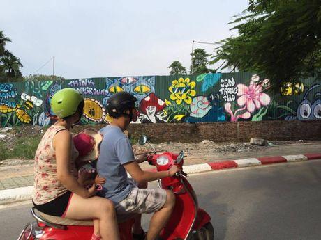 Ha Noi: Doc dao nhung con duong day mau sac nghe thuat Graffiti - Anh 3