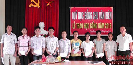 Yen Thanh: 11 hoc sinh duoc nhan hoc bong Chu Van Bien - Anh 1