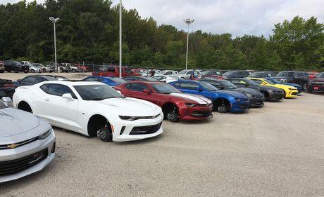48 chiec Chevrolet bi trom banh xe o My - Anh 1