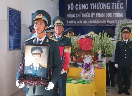 Roi may bay Phu Yen: Truy dieu, an tang phi cong Pham Duc Trung - Anh 1