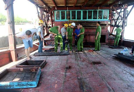 Quang Nam: Chay tau cau muc trong dem - Anh 1