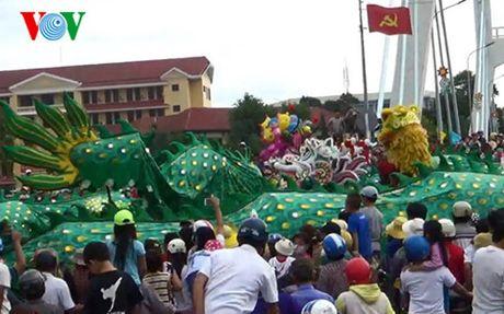 Hang ngan nguoi vui hoi Nghinh Ong o Phan Thiet - Anh 1
