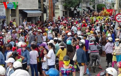 Hang ngan nguoi vui hoi Nghinh Ong o Phan Thiet - Anh 3
