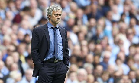 Mourinho mang toi 2 bat ngo voi doi hinh M.U tran derby - Anh 1