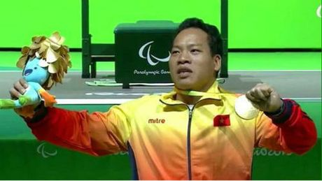 HCV Paralympic Le Van Cong: Dieu chua ke sau cu day xuat than - Anh 1
