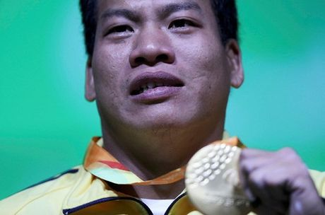 Le Van Cong Paralympics - tu tho sua dien may toi nguoi hung the thao - Anh 1