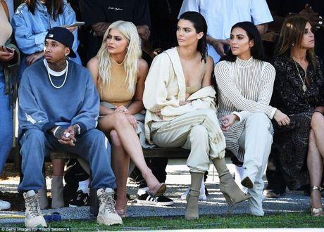 Kanye West ra mat bo suu tap Yeezy Season 4 ket hop cung Adidas - Anh 12
