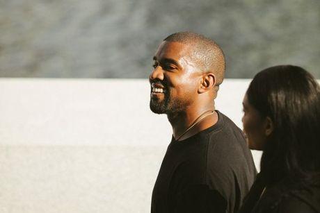 Kanye West ra mat bo suu tap Yeezy Season 4 ket hop cung Adidas - Anh 1