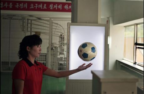 Nhung hinh anh Kim Jong-un khong muon de lot ra ngoai bien gioi Trieu Tien - Anh 10