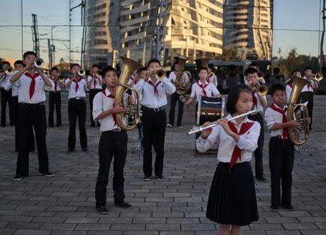 Nhung hinh anh Kim Jong-un khong muon de lot ra ngoai bien gioi Trieu Tien - Anh 2