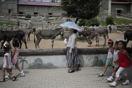 Nhung hinh anh Kim Jong-un khong muon de lot ra ngoai bien gioi Trieu Tien - Anh 8