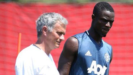"Bailly: ""Mourinho giong nhu cha cua toi vay"" - Anh 1"