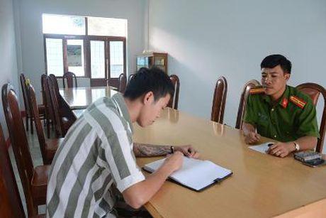 Trai giam Dak Trung, nhung nguoi con o lai - ky 1: 'Toi khong dam ve me' - Anh 1