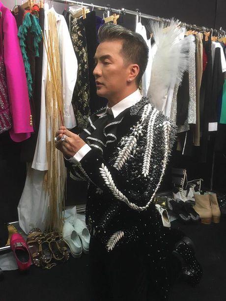 Dam Vinh Hung 'choi thuoc te' quen dau de dien liveshow 12 ty - Anh 8