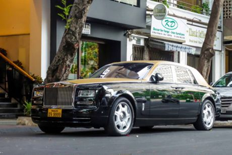 Rolls-Royce 60 ty cua dai gia Lao 'lan banh' tren pho Viet - Anh 1