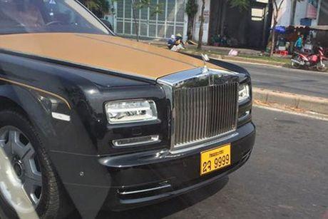 Rolls-Royce 60 ty cua dai gia Lao 'lan banh' tren pho Viet - Anh 3