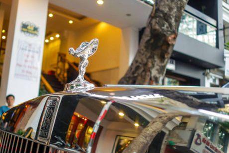 Rolls-Royce 60 ty cua dai gia Lao 'lan banh' tren pho Viet - Anh 4