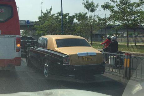 Rolls-Royce 60 ty cua dai gia Lao 'lan banh' tren pho Viet - Anh 5
