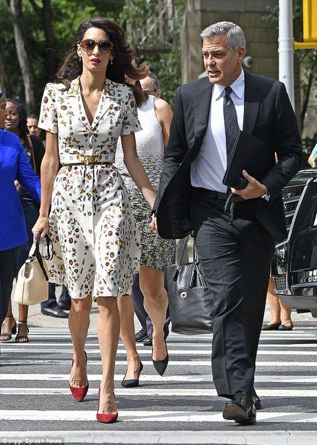 Kham pha thoi trang sanh dieu cua vo George Clooney - Anh 7