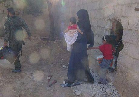 Quan doi Syria giai phong them loat khu vuc o Damascus - Anh 4