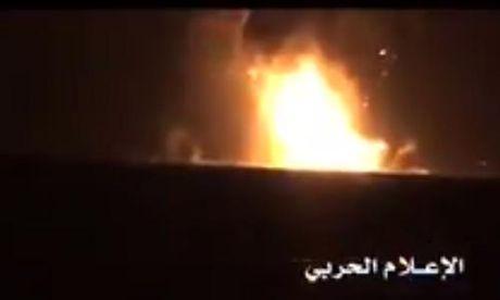 Phe noi day Houthi tung video ban chim tau chien UAE - Anh 1