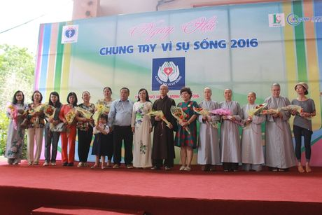 Hon 600 nguoi dang ki hien mo tang tai ngay hoi 'Chung tay vi su song' - Anh 1