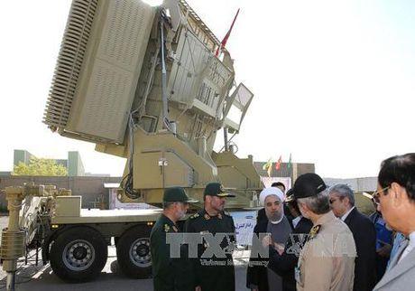 """Iran """"khoe"""" ten lua tu che vuot troi S-300 cua Nga - Anh 1"""