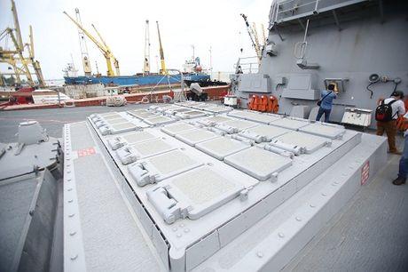 Can canh tau USS John S.McCain lung danh cua hai quan Hoa Ky - Anh 2