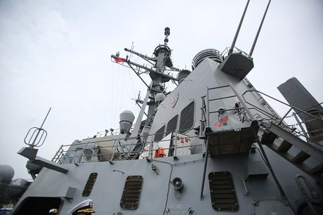 Can canh tau USS John S.McCain lung danh cua hai quan Hoa Ky - Anh 3