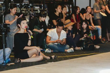 12 gio truoc khi len san runway, Ky Duyen lam gi? - Anh 16