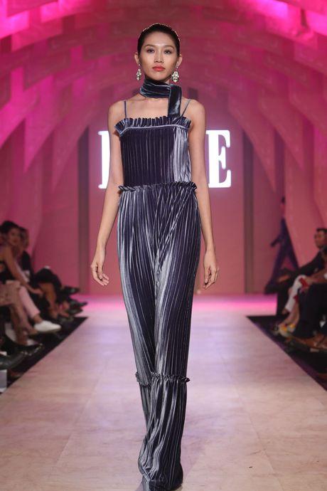 Ky Duyen bat ngo xuat hien trong vai tro vedette tai Elle Fashion Journey 2016 - Anh 16