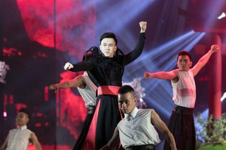 Mr Dam nhay sung den dut mui khau o chan trong Liveshow 'nua trieu do' - Anh 12