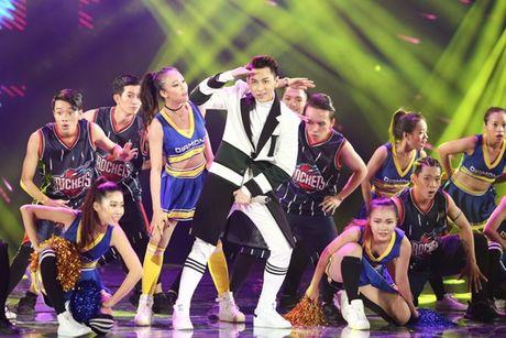 Mr Dam nhay sung den dut mui khau o chan trong Liveshow 'nua trieu do' - Anh 13