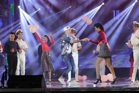 Mr Dam nhay sung den dut mui khau o chan trong Liveshow 'nua trieu do' - Anh 14