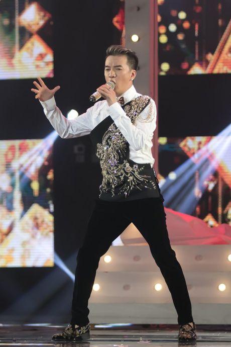 Mr Dam nhay sung den dut mui khau o chan trong Liveshow 'nua trieu do' - Anh 16