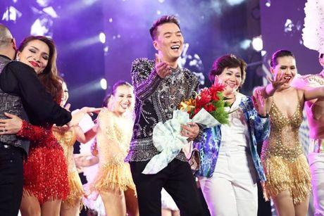 Mr Dam nhay sung den dut mui khau o chan trong Liveshow 'nua trieu do' - Anh 19