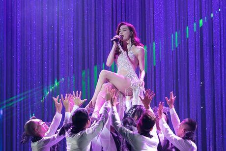Mr Dam nhay sung den dut mui khau o chan trong Liveshow 'nua trieu do' - Anh 4