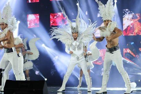 Mr Dam nhay sung den dut mui khau o chan trong Liveshow 'nua trieu do' - Anh 5