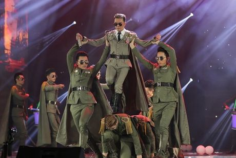 Mr Dam nhay sung den dut mui khau o chan trong Liveshow 'nua trieu do' - Anh 6