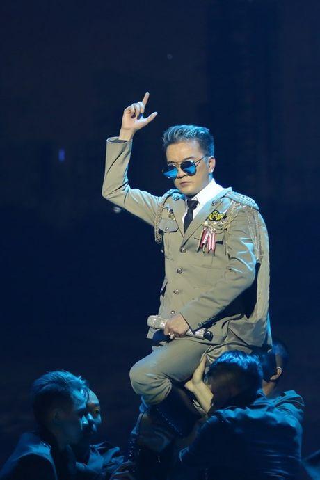 Mr Dam nhay sung den dut mui khau o chan trong Liveshow 'nua trieu do' - Anh 7
