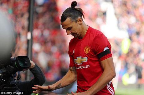 M.U vs Stoke City (1-1): 'Quy do' bi niu chan - Anh 10