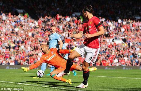 M.U vs Stoke City (1-1): 'Quy do' bi niu chan - Anh 9