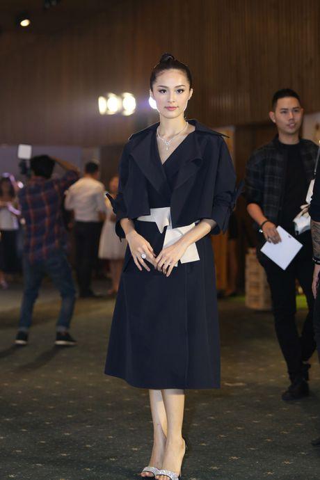 'Ban gai Cuong Dola', Ha Vi an tuong tren tham do 'Elle Show 2016' - Anh 1