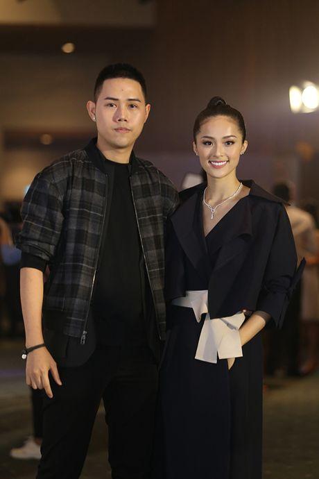 'Ban gai Cuong Dola', Ha Vi an tuong tren tham do 'Elle Show 2016' - Anh 2