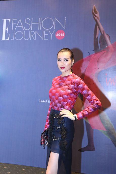 'Ban gai Cuong Dola', Ha Vi an tuong tren tham do 'Elle Show 2016' - Anh 7