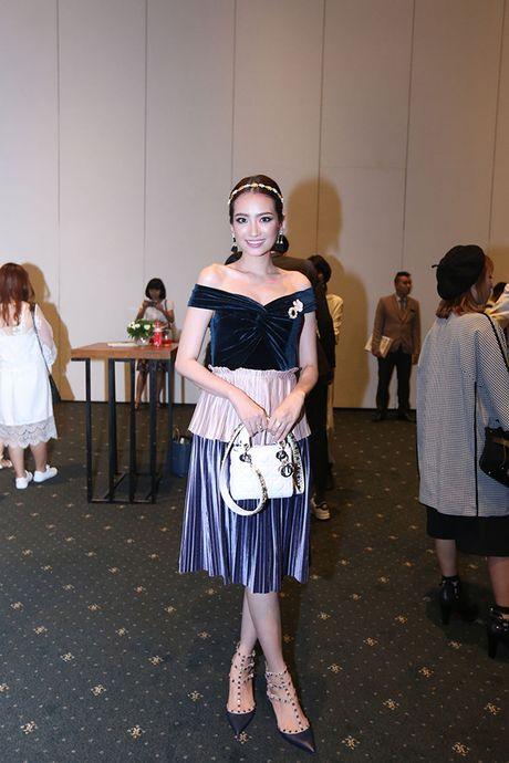 'Ban gai Cuong Dola', Ha Vi an tuong tren tham do 'Elle Show 2016' - Anh 8