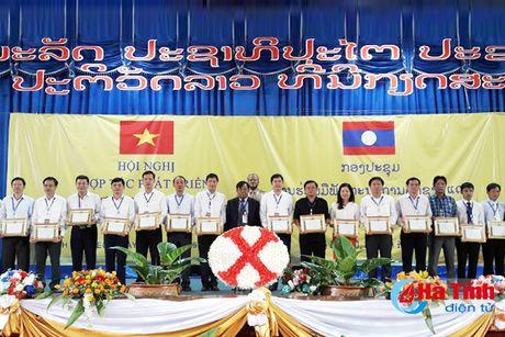 2 don vi Ha Tinh nhan bang khen cua Bo truong Cong thuong Lao - Anh 1
